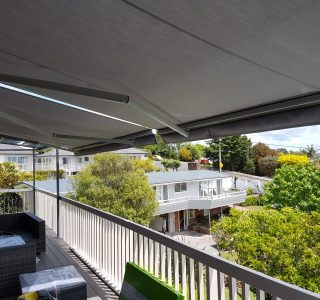 retractable shade for balcony
