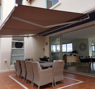 retractable sun shade 2