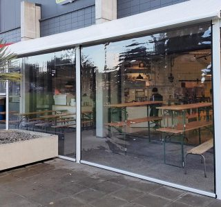 Canopy Ziptrak Screens clear PVC Commercial Geeks Cafe 1 320x300 - Roller Blinds / Outdoor Curtains - Ziptrak®