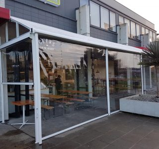 Canopy Ziptrak Screens clear PVC Commercial Geeks Cafe 2 320x300 - Crank Screens / Roller Blinds / Outdoor Curtains