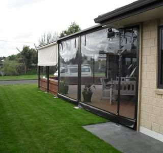 Crank Handle Screens clear PVC Residential 27 320x300 - Roller Blinds / Outdoor Curtains - Ziptrak®