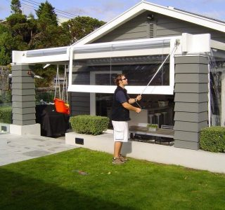 Crank Handle Screens clear PVC Residential 29 320x300 - Fixed Panel Screens / Wind Break