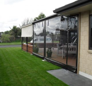 Crank Handle Screens clear PVC Residential 37 320x300 - Fixed Panel Screens / Wind Break