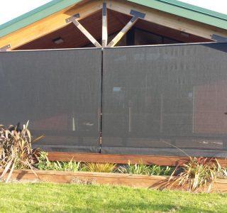 Crank Handle Screens mesh Residential 1 320x300 - Fixed Panel Screens / Wind Break