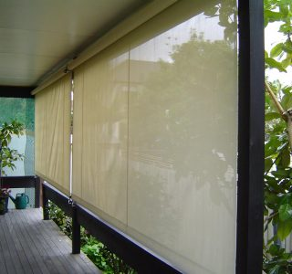 Crank Handle Screens mesh Residential 4 320x300 - Crank Screens / Roller Blinds / Outdoor Curtains