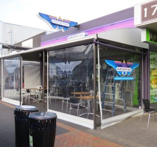 Crank Screen clear PVC Commercial Burgerfuel 320x300 - Crank Screens / Roller Blinds / Outdoor Curtains