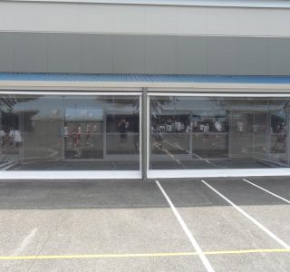 Crank Screen clear PVC Commercial School 320x300 - Crank Screens / Roller Blinds / Outdoor Curtains