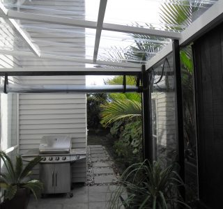Hand Rolled Screens clear PVC Residential 35 320x300 - Crank Screens / Roller Blinds / Outdoor Curtains