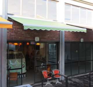 Retractable Awning Classic Eatery Market Lane Takapuna Commercial 3 .JPG 320x300 - The 'Santana' Classic
