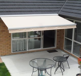 Retractable Awning Classic In front of gutter mount 10 320x300 - The 'Santana' Classic