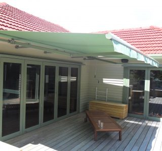 Retractable Awning Classic In front of gutter mount 4 320x300 - The 'Santana' Classic