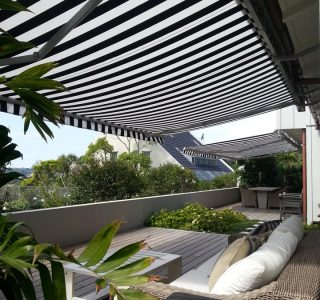 Retractable Awning Classic In front of gutter mount 7 320x300 - The 'Santana' Classic