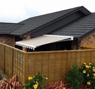 Retractable Awning Classic In front of gutter mount 9 320x300 - The 'Santana' Classic