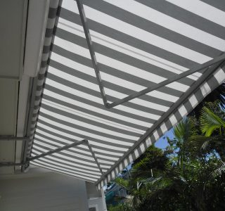 Retractable Awning Classic in front of gutter mount 1 6 320x300 - The 'Santana' Classic