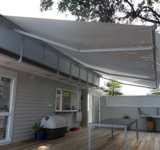 Retractable Awning Classic in front of gutter mount with backing panel 320x300 - Fetuna Cassette