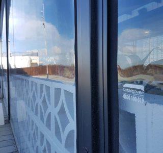Ziptrak Screens Commercial 2 320x300 - Fixed Panel Screens / Wind Break