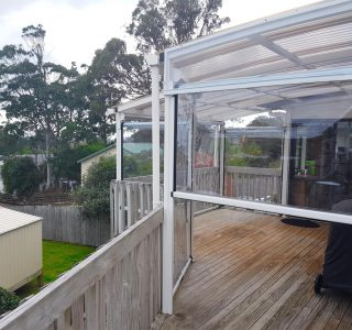 Ziptrak Screens clear PVC Residential 4 1 320x300 - Crank Screens / Roller Blinds / Outdoor Curtains