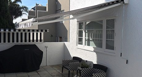 patio retractable awnings - Residential