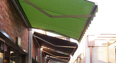retail retractable awning - Commercial